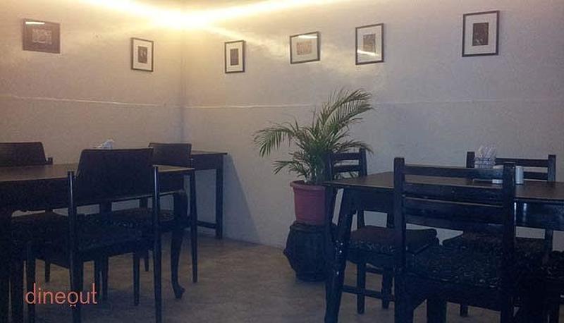 By The Tree Cafe Wanowari